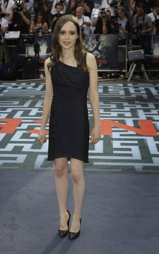 http://images2.fanpop.com/image/photos/13600000/UK-premiere-of-Inception-July-8-ellen-page-13692202-313-500.jpg