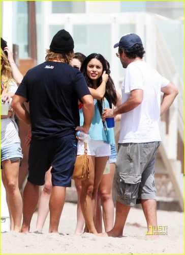 Vanessa & Zac on the pantai in Malibu