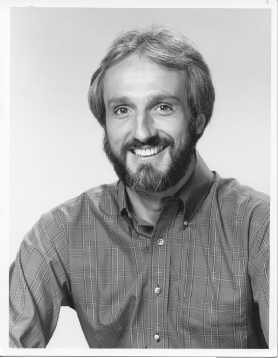 dad, Steven Keaton, played द्वारा Michael Gross