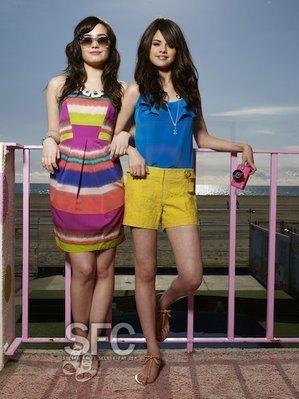 Selena gomez pics! Selena-demi-selena-gomez-and-demi-lovato-13617193-299-399