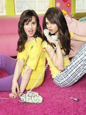 Selena gomez pics! Selena-demi-selena-gomez-and-demi-lovato-13617195-299-399