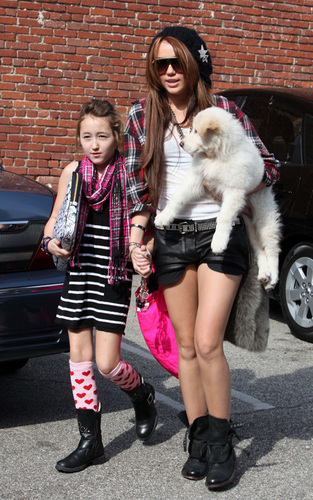 ''miley and her little sis''