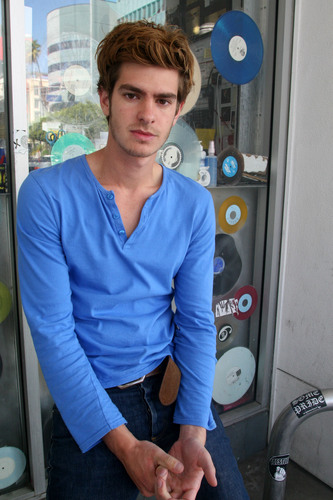 "Andrew Garfield karatasi la kupamba ukuta titled Andrew Garfield - ""Variety 10 Actors To Watch"" 2010"