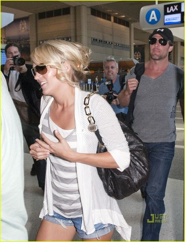 Carrie Underwood: Honeymoon with Mike Fisher!