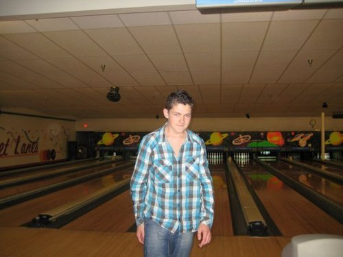 Damian McGinty #2 - Page 2 Damian-lost-at-bowling-i-think-damian-mcginty-13717892-500-375