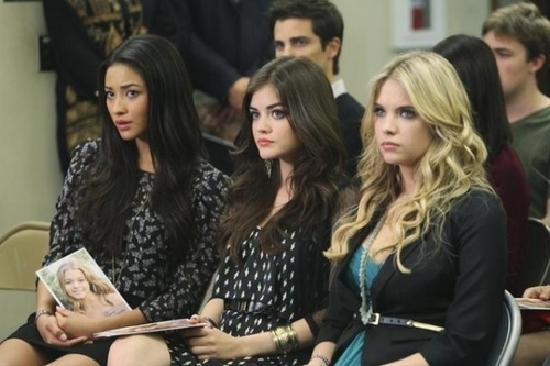Emily, Aria & Hanna 1x08 - pretty-little-liars-girls Photo