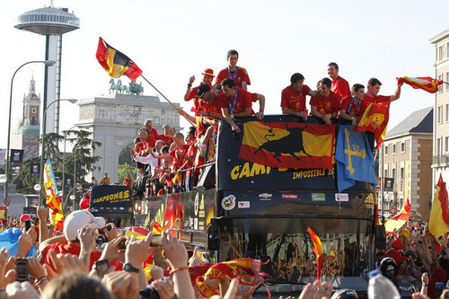FIFA World Cup South Africa 2010 Обои titled FIFA 2010 World Cup Champions Spain Victory Parade And Celebrations
