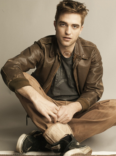 Gorgeous New Outtakes from Robert Pattinson's latest 写真 Shoot