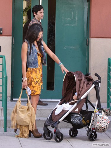 Gossip Girl - Set photos - Jessica, Penn, and...a baby?