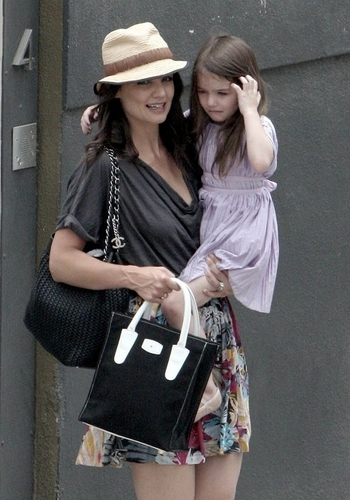 Katie Holmes and Suri Cruise upset leaving a photoshoot.