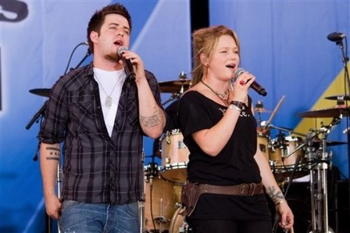 Lee & Crystal Perform on 'Good Morning America' (July 9, 2010)