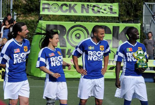 """এমটিভি Tr3s's """"Rock N' Gol"""" World Cup Kick-Off"""
