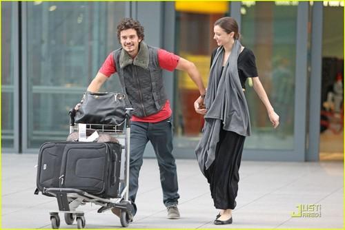 Miranda Kerr & Orlando Bloom: Hug Happy at Heathrow