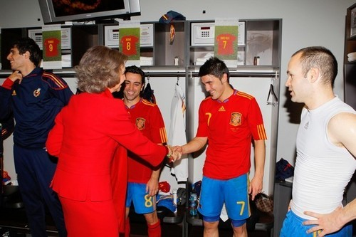 Queen Sofia with the spanish players