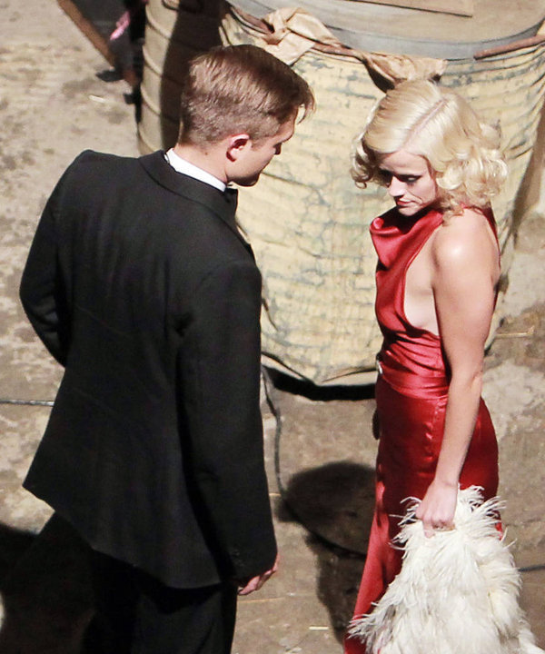 """Reese Witherspoon & Robert Pattinson on the set of """"Water For Elephants"""""""