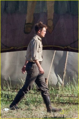 Rob on Water For Elephants set :)