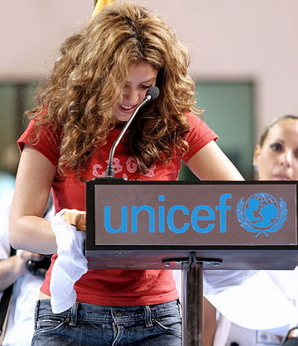 SHAKIRA VOLUNTEERS - shakira Photo