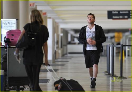 Sam Worthington hình nền called Sam Worthington & Natalie Mark: Baggage Heavy