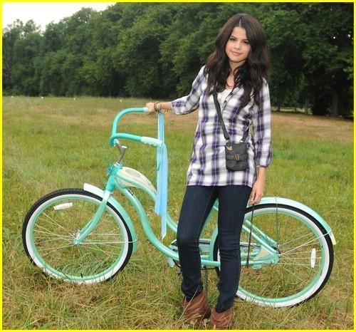 Selena Gomez: Dream Out Loud Commercial! - selena-gomez photo