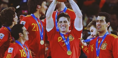 FIFA World Cup South Africa 2010 wallpaper called Spaniards celebrating