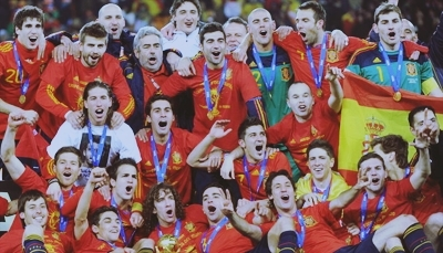 FIFA World Cup South Africa 2010 वॉलपेपर called Spaniards celebrating