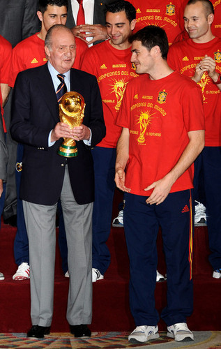 FIFA World Cup South Africa 2010 Hintergrund called Spanish King Meets FIFA 2010 World Cup Winning Team