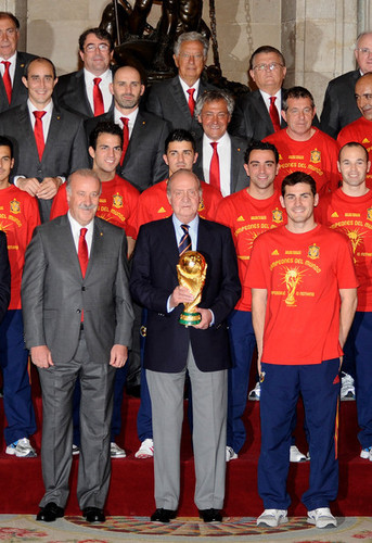 FIFA World Cup South Africa 2010 Обои entitled Spanish King Meets FIFA 2010 World Cup Winning Team