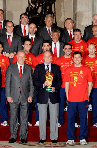 FIFA World Cup South Africa 2010 wallpaper called Spanish King Meets FIFA 2010 World Cup Winning Team