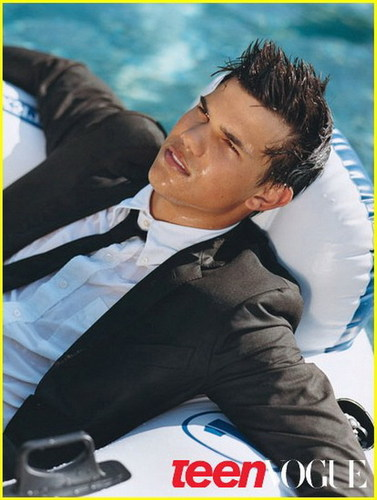TAYLOR LAUTNER ON THE COVER OF TEEN VOGUE