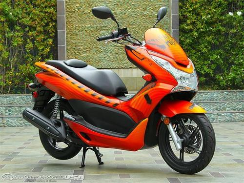 The 파라모어 Honda Civic Tour motor scooter