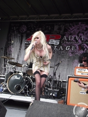 Taylor Momsen wallpaper titled Vans Wrapped Tour 2010 (Montreal)- The Pretty Reckless