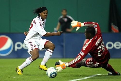 AC Milan v D.C. United(Ronaldinho)