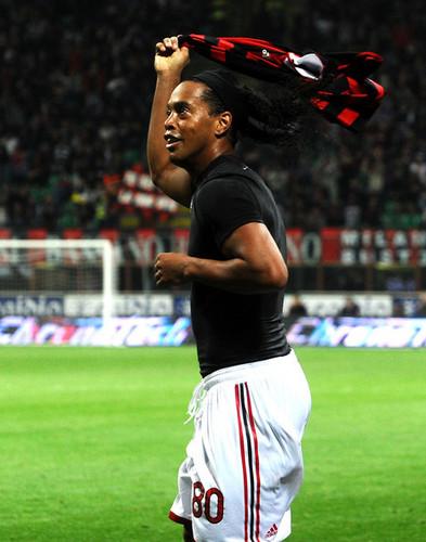 AC Milan v Juventus FC - Serie A(Ronaldinho)
