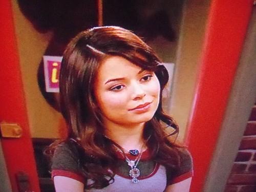 Carly looking at freddie