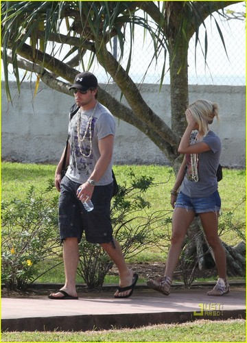 Carrie & Mike out in Tahiti