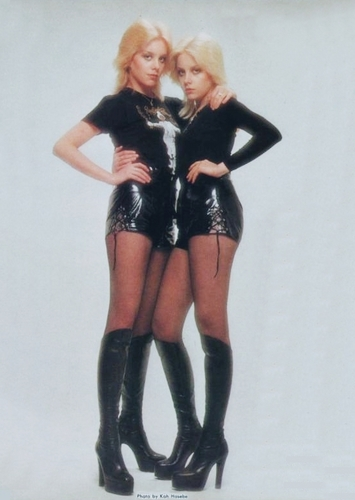 The Runaways Hintergrund titled Cherie & Marie Currie