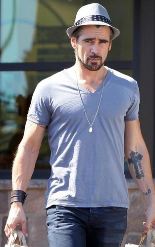 Colin Farrell grocery shopping at Gelson's Market in Hollywood (July 15)