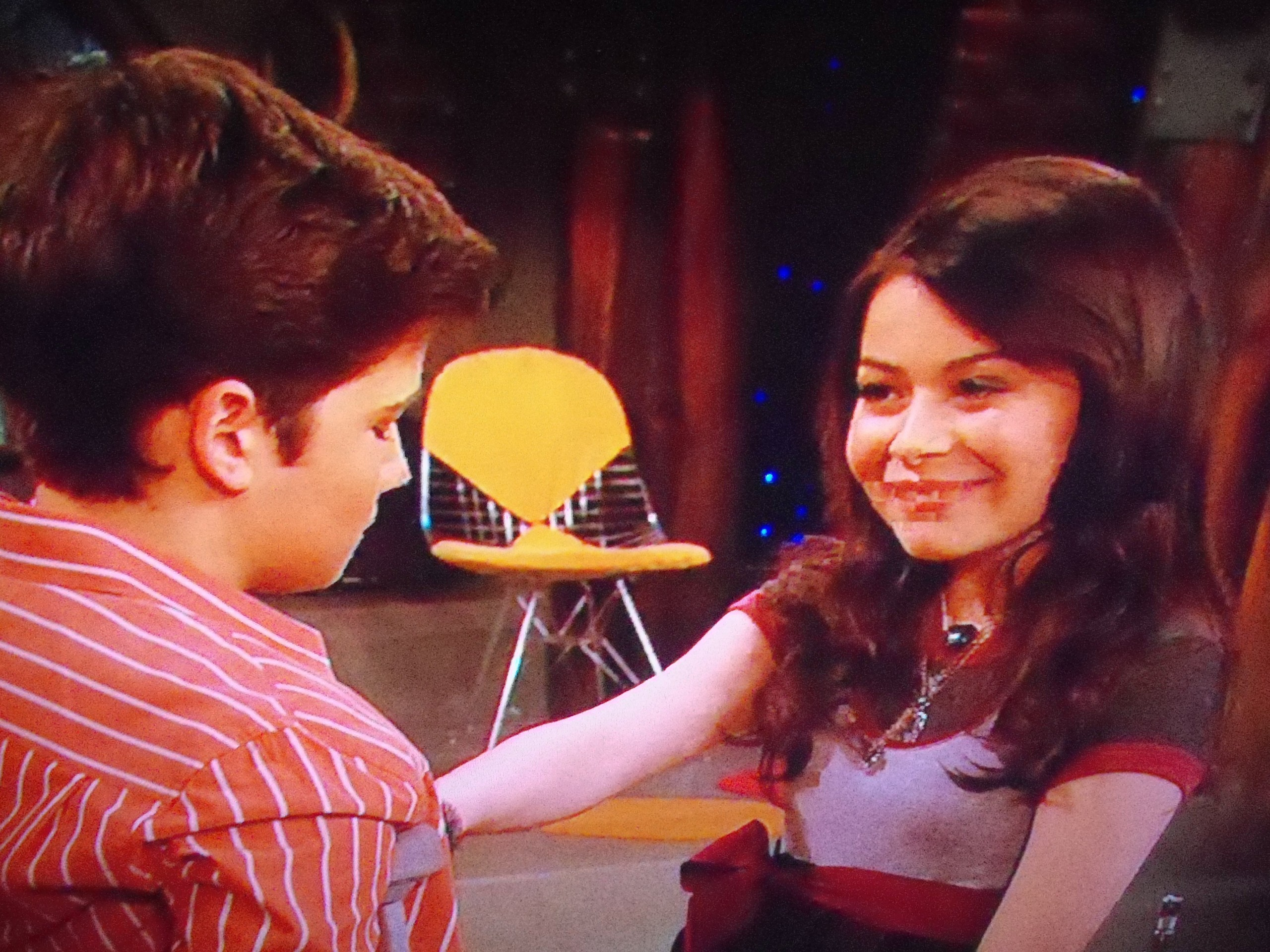 icarly carly and freddie dating After the events of ilost my mind, sam and freddie begin a rocky relationship, but problems circulate around carly when she has to resolve their every fight (even one at 3 am.