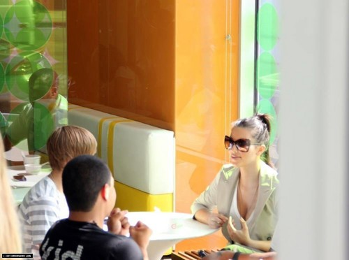 Kim and Justin Bieber spotted at Pinkberry in Los Angeles 7/11/10