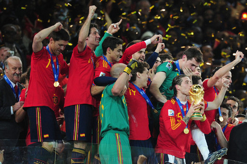 FIFA World Cup South Africa 2010 karatasi la kupamba ukuta entitled Netherlands v Spain: 2010 FIFA World Cup Final