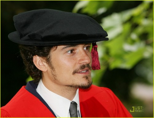 Orlando Bloom receives an honorary degree from the University of Kent (July 13)