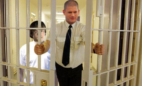 Prison Break - Season 5 - Michael continues his plan