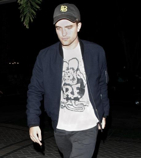 Rob leaving Sam's সঙ্গীতানুষ্ঠান last night