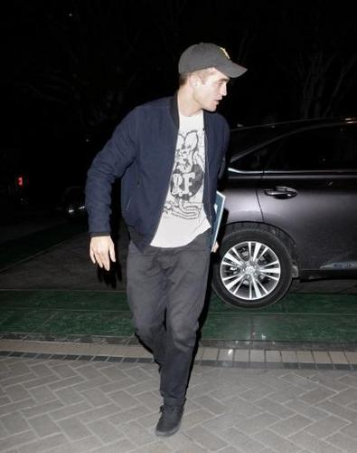 Rob leaving Sam's コンサート last night