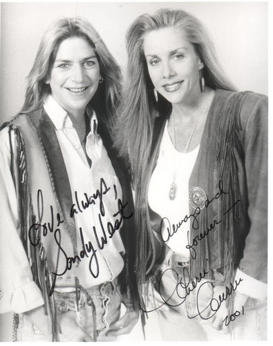 Les Runaways fond d'écran called Sandy & Cherie Autographs - 2001