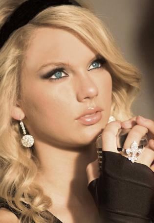pics of taylor swift house. Taylor Swift as Stevie Rae ♥