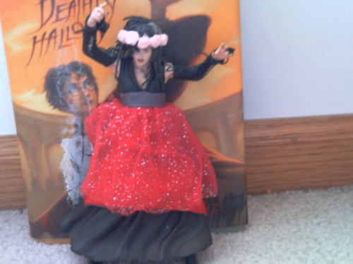 Harry Potter fond d'écran entitled just thought this was funny. its bellatrix dressed as a princess.