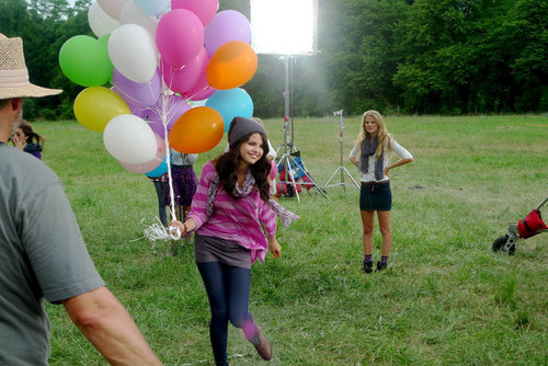 "selena's আরো pix from ""dream out loud""......."