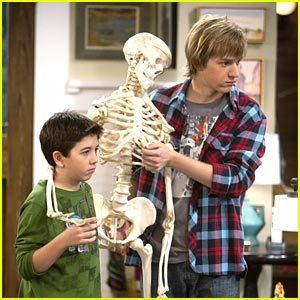 Good Luck Charlie fondo de pantalla entitled skeleton