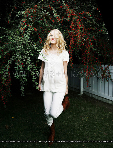 (In my opinion) best tay photoshoot ever <3